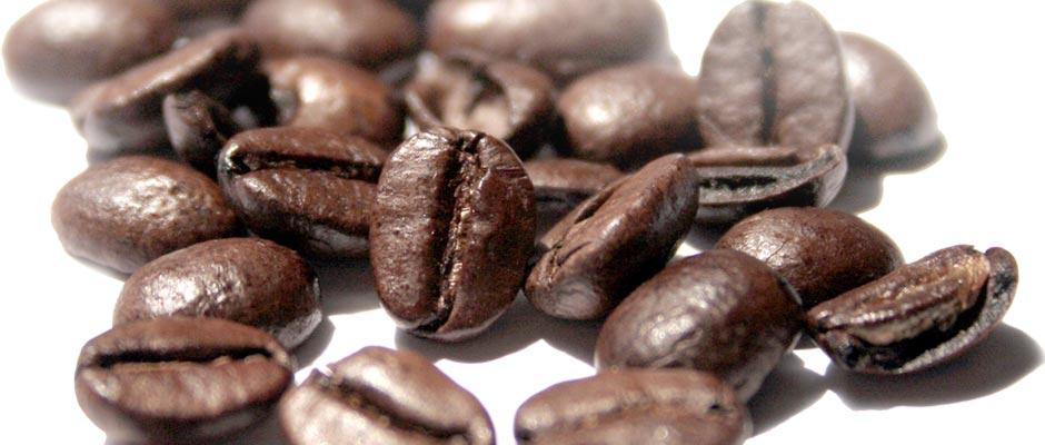 Die Proben mit geröstetem Kaffee werden an ein externes Labor geschickt, wo sie auf Unreinheiten, Metallrückstände, den Koffeingehalt und ev. Lösungsmittelrückstände hin untersucht werden.